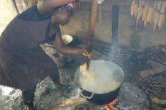 So kochen die Frauen bis jetzt im Waisenhaus
